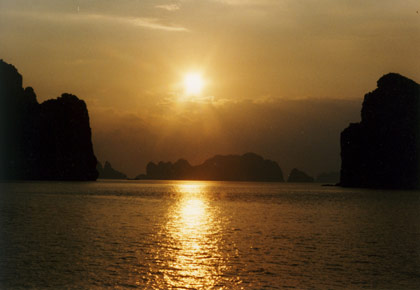 Halong-sunset.jpg